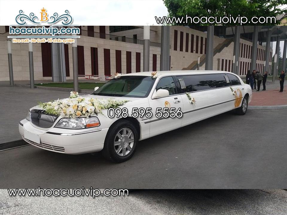 xe cưới Lincoln Limousine trắng