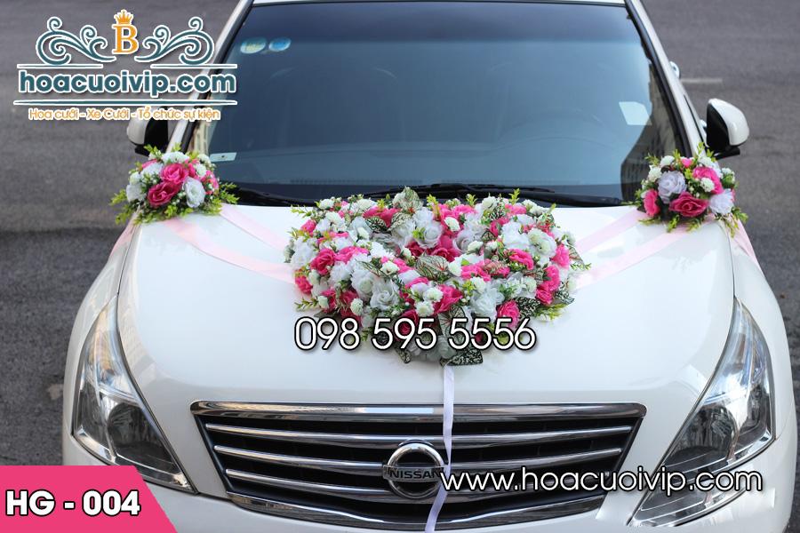 trang trí xe cưới bằng hoa giả