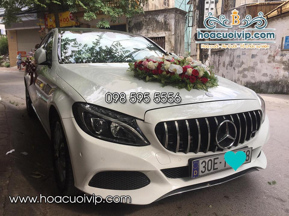 thuê xe cưới mercedes C300 AMG 2018 màu trắng