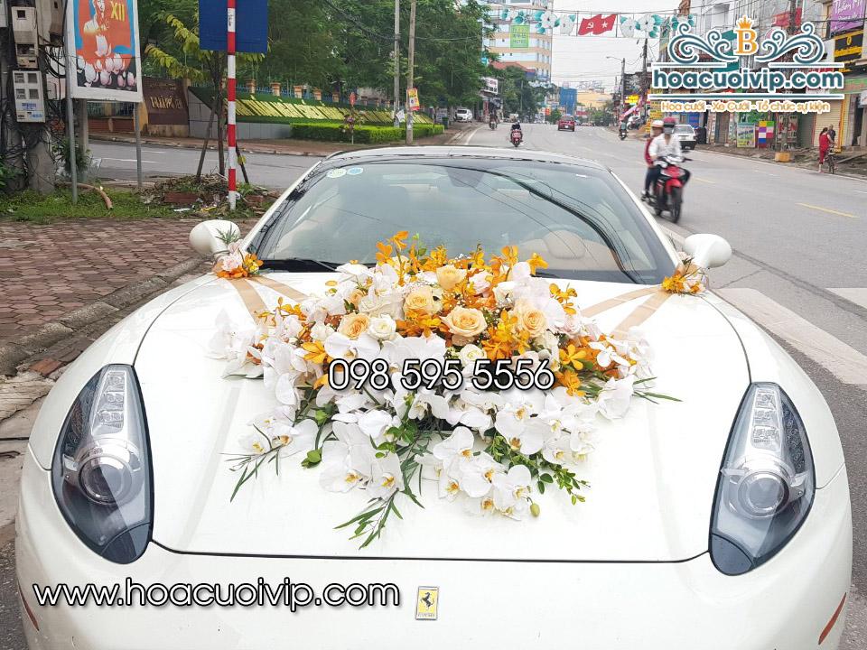 hoa cưới vip trang trí siêu xe ferrari